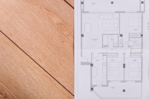 Bouwplan op houten vloer foto gratis download