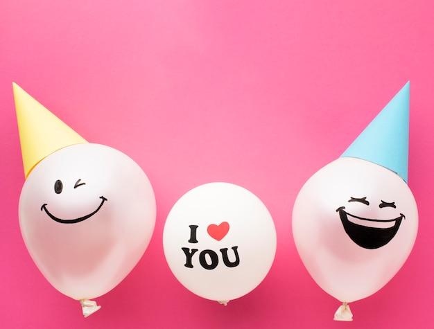 Boven weergave frame met schattige ballonnen Gratis Foto