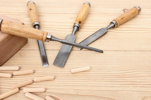 Bovenaanzicht accessoires en stukken hout voor timmerwerk Gratis Foto