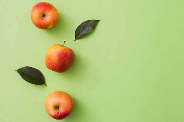 Bovenaanzicht appel lijn Gratis Foto