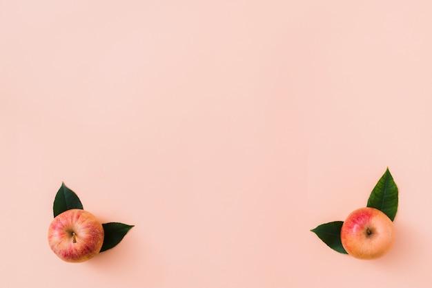 Bovenaanzicht appels in hoeken Gratis Foto