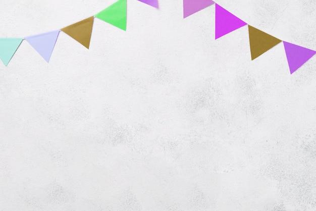 Bovenaanzicht arrangement met kleurrijke feestdecoraties Gratis Foto