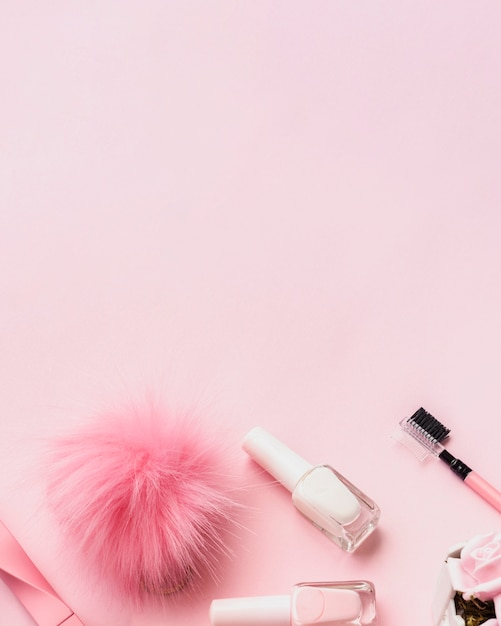 Bovenaanzicht arrangement met producten voor nagels en kopie-ruimte Gratis Foto