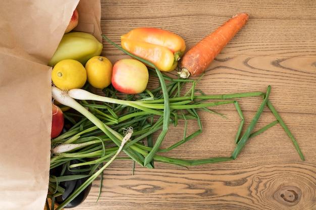 Bovenaanzicht arrangement van gezonde voeding Gratis Foto