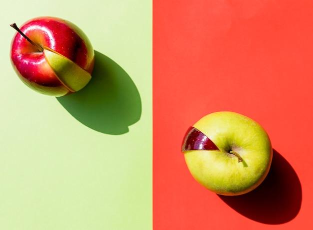 Bovenaanzicht arrangement van rode en groene appels Gratis Foto