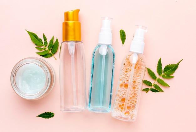 Bovenaanzicht assortiment cosmetische producten Gratis Foto