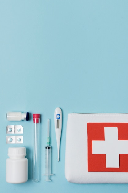 Bovenaanzicht assortiment gezondheidsstillevens met kopie ruimte Gratis Foto