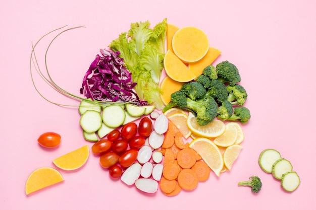 Bovenaanzicht assortiment van groenten en fruit Gratis Foto
