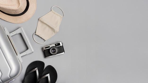 Bovenaanzicht bagage en hoedenarrangement Gratis Foto