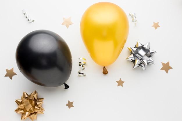 Bovenaanzicht ballonnen voor verjaardagsfeestje Gratis Foto