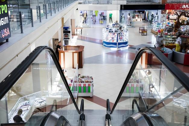 Bovenaanzicht binnen winkelcentrum Gratis Foto