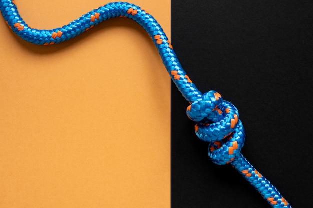 Bovenaanzicht blauw touw met knoop kopie ruimte Premium Foto