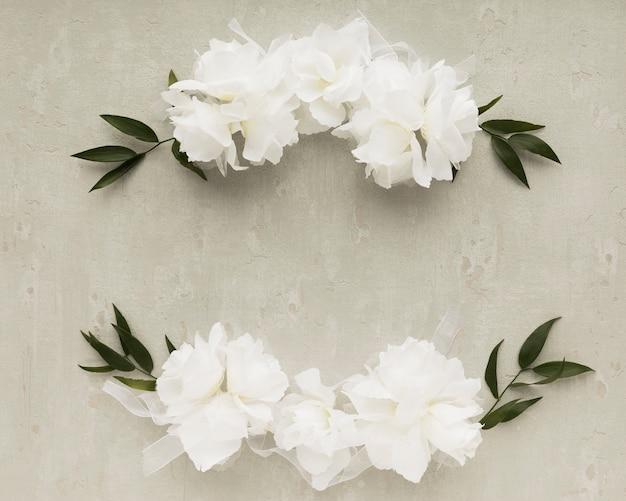 Bovenaanzicht bloemen arnaments voor bruiloft Gratis Foto