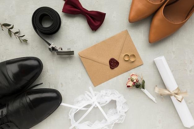 Bovenaanzicht bruiloft accessoires voor bruid en bruidegom Gratis Foto