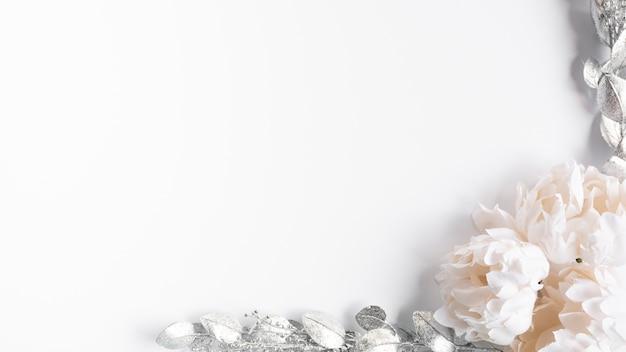 Bovenaanzicht bruiloft bloemen frame Premium Foto