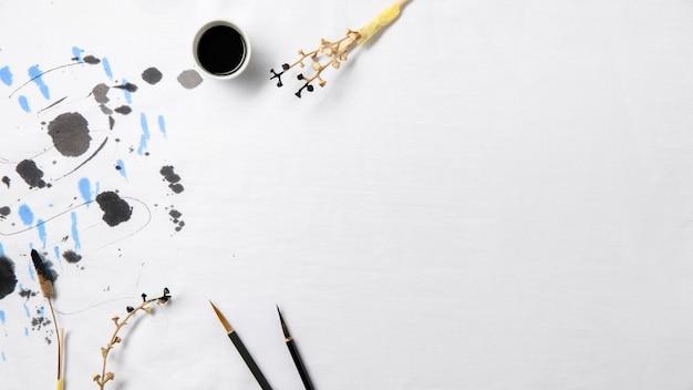 Bovenaanzicht chinese inkt met kopie ruimte Premium Foto