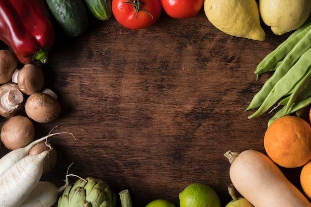 Bovenaanzicht circulaire voedsel frame met groenten Gratis Foto
