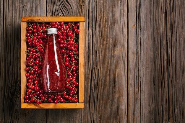 Bovenaanzicht cranberrysap met kopie ruimte Gratis Foto