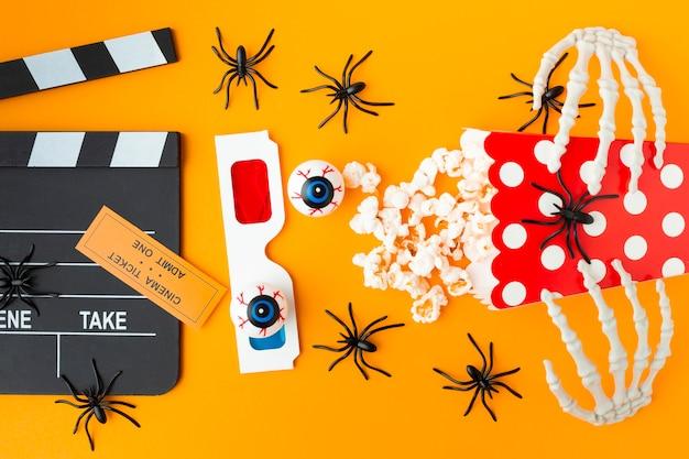 Bovenaanzicht filmklapper met 3d-bril en popcorn Gratis Foto