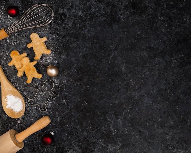 Bovenaanzicht frame met kerst peperkoek en kopie-ruimte Gratis Foto