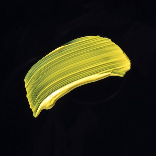 Bovenaanzicht gele penseelstreek Gratis Foto