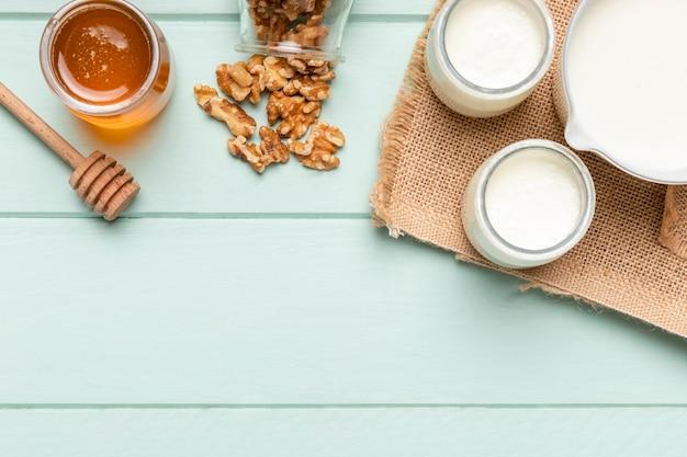 Bovenaanzicht gezond ontbijt met muesli Gratis Foto