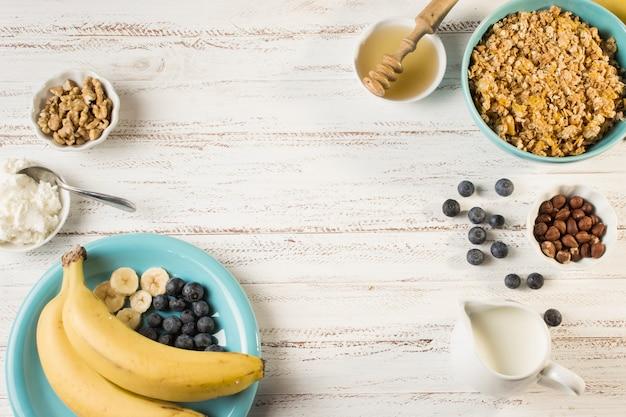 Bovenaanzicht gezond ontbijt Gratis Foto