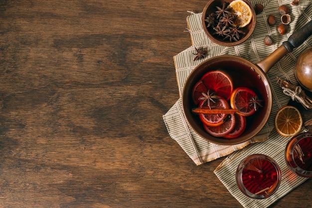 Bovenaanzicht glühwein met kopie ruimte Gratis Foto