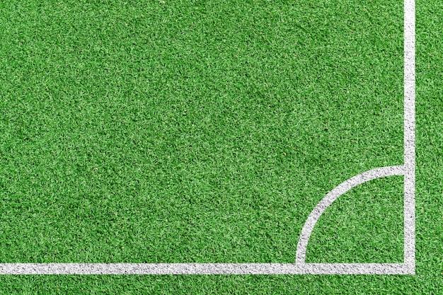 Bovenaanzicht gras voetbal in hoekschop positie. Premium Foto