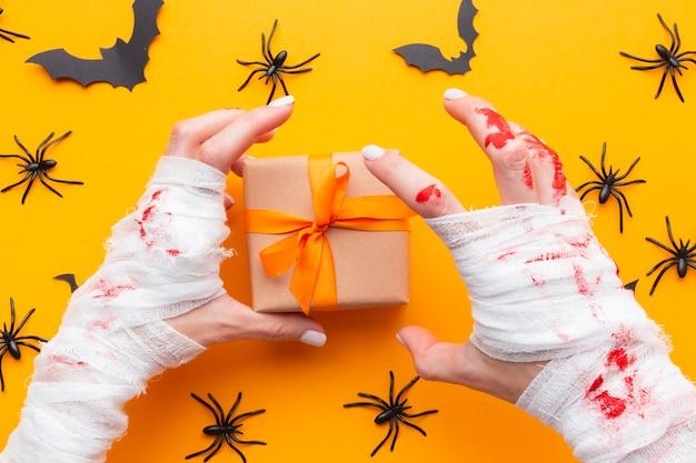 Bovenaanzicht halloween concept met heden Gratis Foto