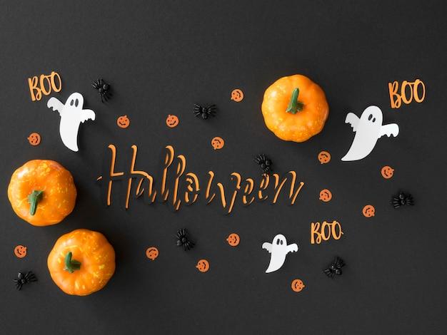 Bovenaanzicht halloween pompoenen op tafel Gratis Foto