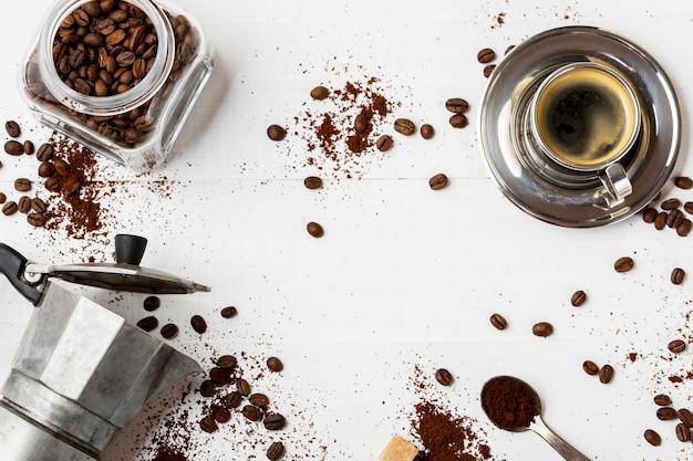 Bovenaanzicht heerlijke koffie agent op de tafel Gratis Foto