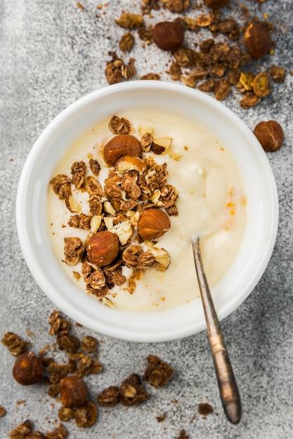 Bovenaanzicht heerlijke ontbijtkom met muesli Gratis Foto