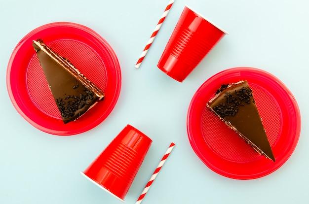 Bovenaanzicht heerlijke plakjes chocoladetaart Gratis Foto