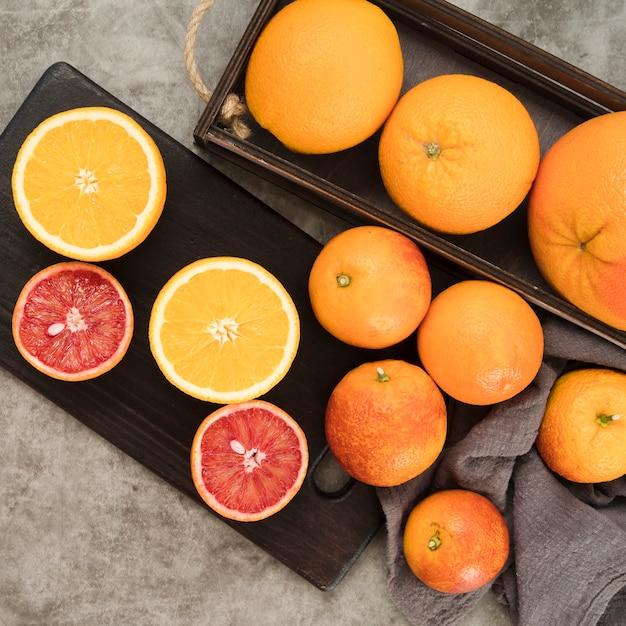 Bovenaanzicht heerlijke vruchten op tafel Gratis Foto