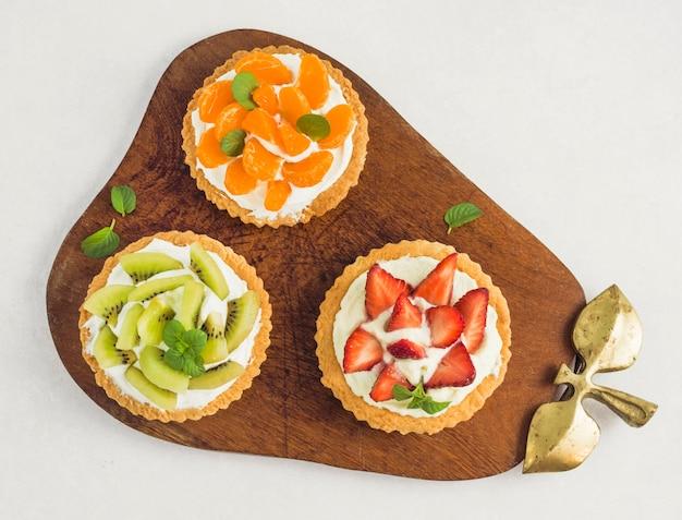 Bovenaanzicht heerlijke vruchten taart Gratis Foto