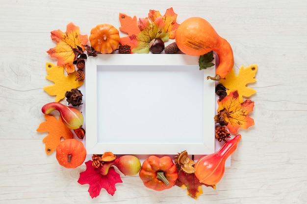 Bovenaanzicht herfst voedsel met een frame Gratis Foto