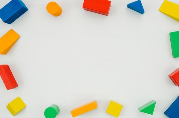 Bovenaanzicht houten kinderen speelgoed met kopie ruimte Gratis Foto