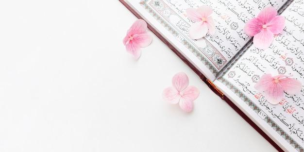 Bovenaanzicht islamitisch nieuwjaar concept met kopie ruimte Premium Foto