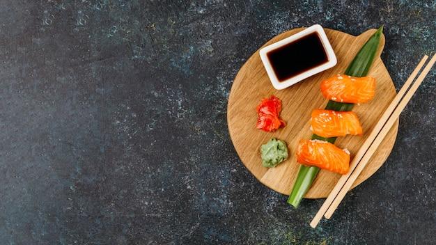 Bovenaanzicht japanse sushi-regeling met kopie ruimte Gratis Foto
