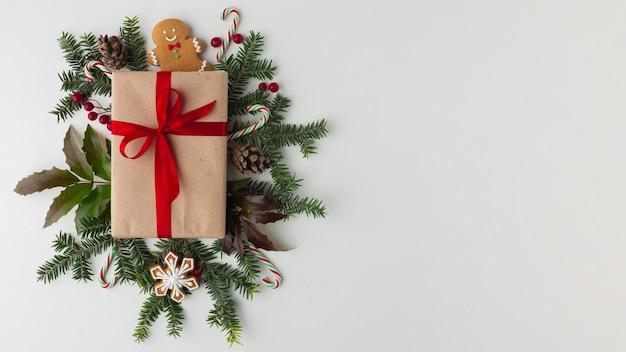 Bovenaanzicht kerstcadeau met kopie ruimte Gratis Foto