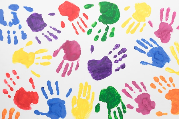 Bovenaanzicht kleurrijke handen achtergrond Premium Foto