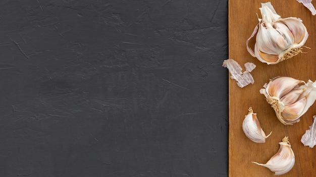 Bovenaanzicht knoflook met kopie ruimte Gratis Foto
