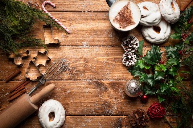 Bovenaanzicht koffiekopje met koken gebruiksvoorwerpen Gratis Foto