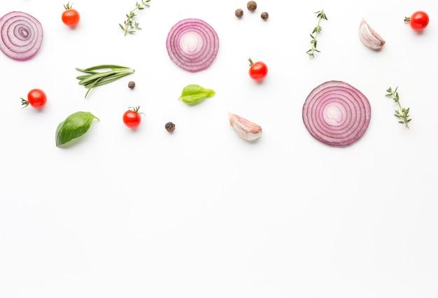 Bovenaanzicht koken ingrediënten op tafel Premium Foto
