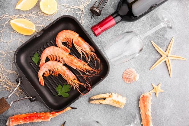 Bovenaanzicht kookproces van zeevruchten Gratis Foto