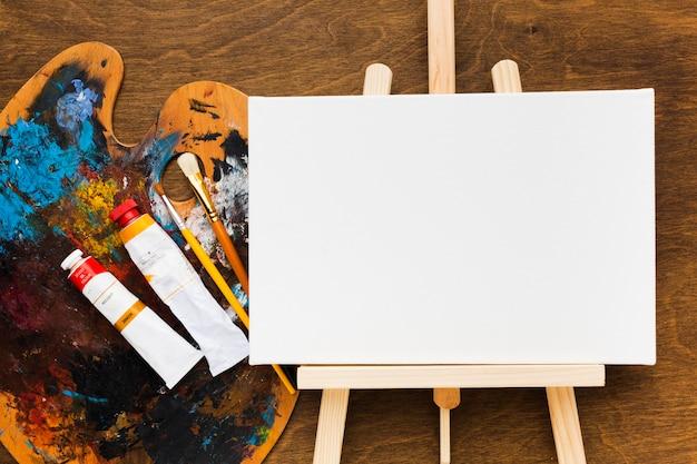 Bovenaanzicht kopie ruimte canvas met vuil kleurenpalet Gratis Foto