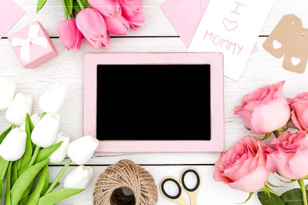 Bovenaanzicht kopie ruimte frame en roze rozen Gratis Foto