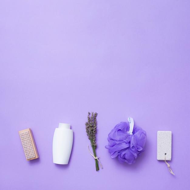 Bovenaanzicht lavendel concept en spa-producten Gratis Foto