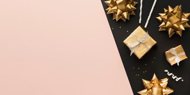 Bovenaanzicht linten en geschenken Gratis Foto